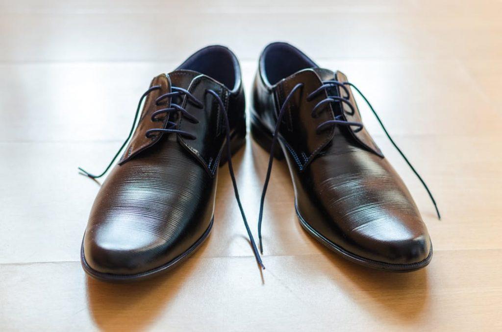 9fe67ee15a78 Każdy środek chemiczny stosowany do naturalnej skóry powinien być  dopasowany do jej koloru i typu. Tylko w ten sposób uda nam się ocalić buty  przed ...