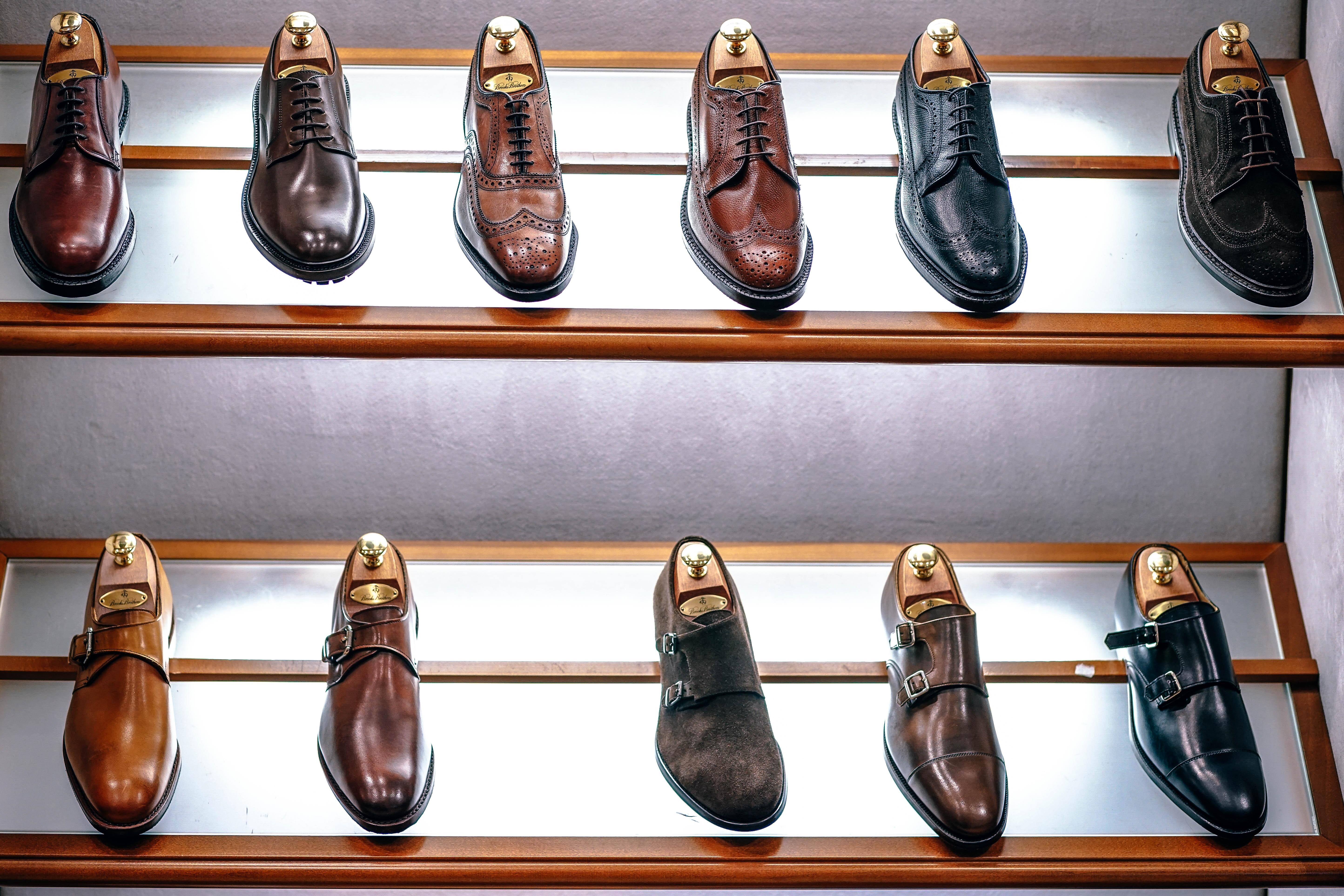 Dlaczego opłaca się kupować droższe buty skórzane? Dbamy o